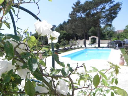 Le Petit Domaine de Bois Avril : Bed and Breakfast near Clamecy