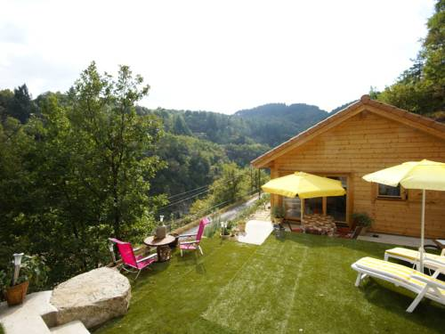 Le Cheylard : Guest accommodation near Arcens