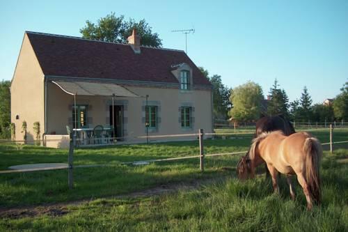 Maison De Vacances - Vitry-Aux-Loges : Guest accommodation near Bellegarde