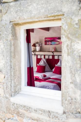L'Echappée Trémoussante : Bed and Breakfast near Ozon