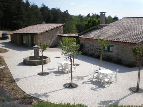 Domaine de Reiller Gîtes & Chambres d'Hôtes : Hotel near Alboussière