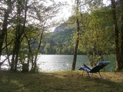 Maison Vacances Pieds Dans L'eau : Guest accommodation near Bellignat