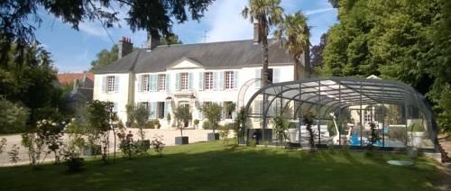 Demeure de Villiers : Bed and Breakfast near Anctoville-sur-Boscq
