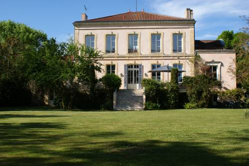Château de Grenier : Bed and Breakfast near Aiguillon