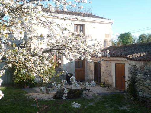 Gite De La Petite Poule Rousse : Guest accommodation near Antoigné