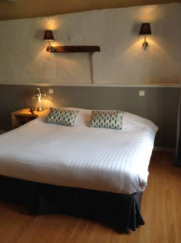 Hôtel Restaurant de la Place : Hotel near Charente-Maritime