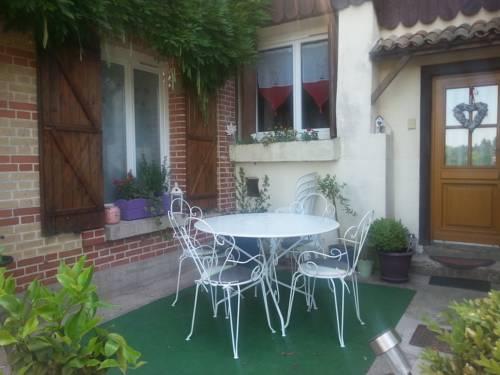 La Glycine : Bed and Breakfast near Dommartin-Dampierre