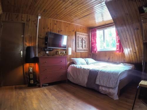 B&B Maison du Rocher Fontainebleau : Bed and Breakfast near Oncy-sur-École