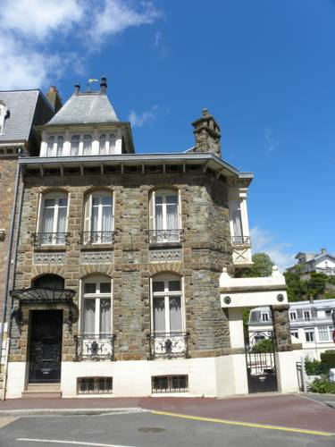 Maison Georges Dior : Guest accommodation near Granville