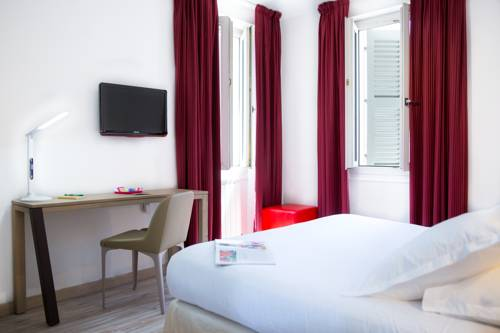 toulon map of toulon 83200 or 83100 or 83000 france. Black Bedroom Furniture Sets. Home Design Ideas