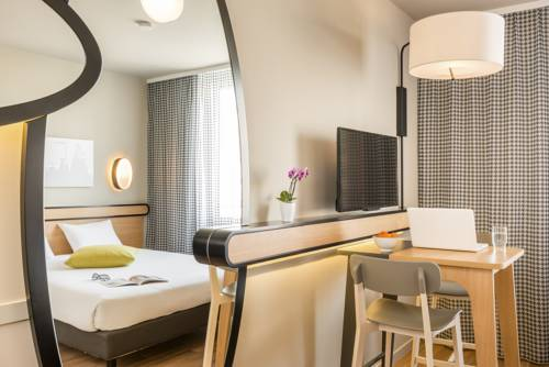 Aparthotel Adagio Access Paris Massy Gare : Guest accommodation near Vauhallan