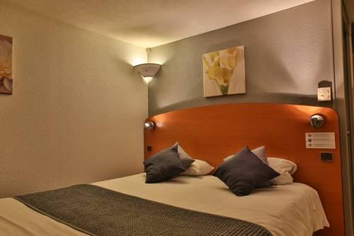Inter-Hotel Belleville : Hotel near Montceaux