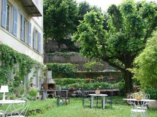 Au Relais Fleuri : Bed and Breakfast near Tourette-du-Château
