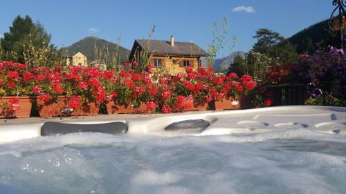 Les Chalets Du Queyras & Spa : Guest accommodation near Molines-en-Queyras