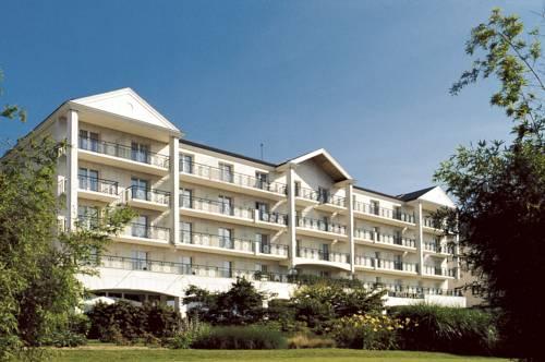 Hôtel Barrière L'Hôtel du Lac : Hotel near Sarcelles