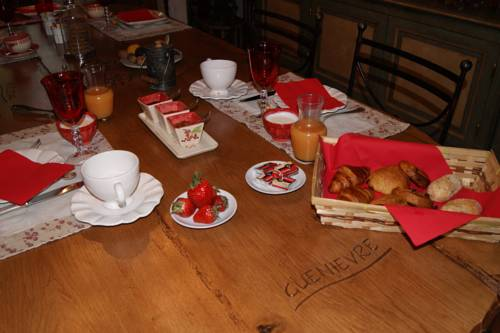 La Briarde Médievale : Bed and Breakfast near Courtomer