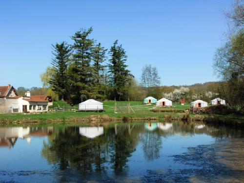 Yourtes du Moulin Bertrand : Guest accommodation near Chamouille