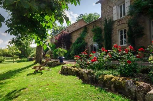 Gîtes Bois de Coursac : Guest accommodation near Sévérac-le-Château