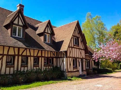 Au Bois Dormant : Guest accommodation near Corneuil