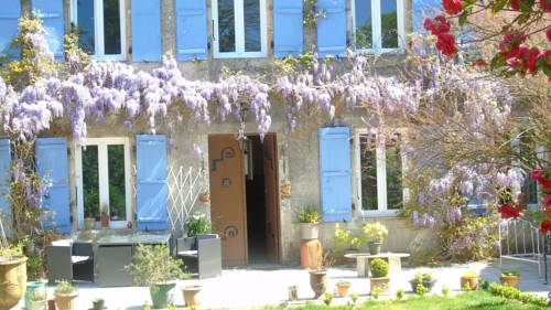 Manoir Camélia : Bed and Breakfast near Augignac