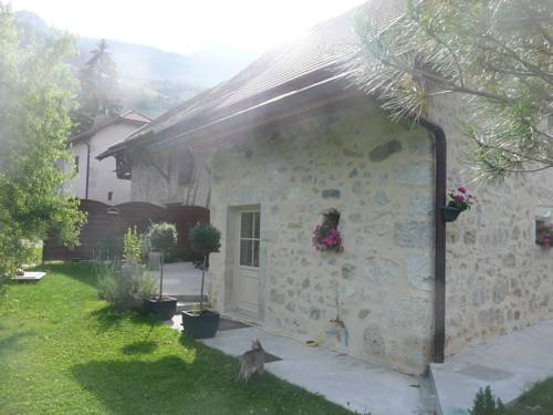 La Maison des Vignes : Guest accommodation near Cressin-Rochefort