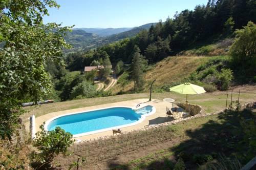 Gite Rural Escoussenas : Guest accommodation near Désaignes