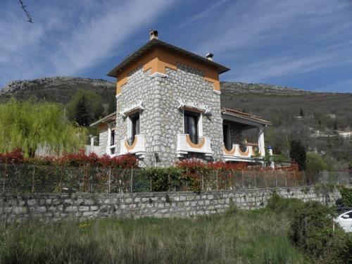 Villa les Lilas : Guest accommodation near Tourette-du-Château