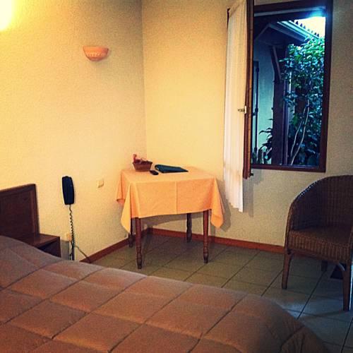 Les Vieilles Pierres : Hotel near Agnac