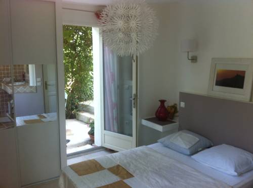 Bois Joli : Bed and Breakfast near Hyères