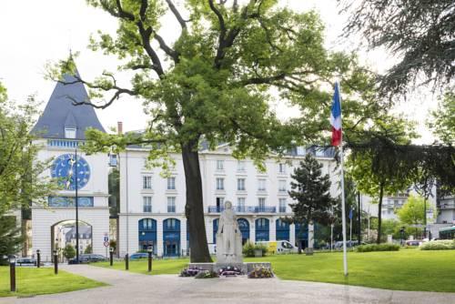 Le Plessis Grand Hotel : Hotel near Châtenay-Malabry