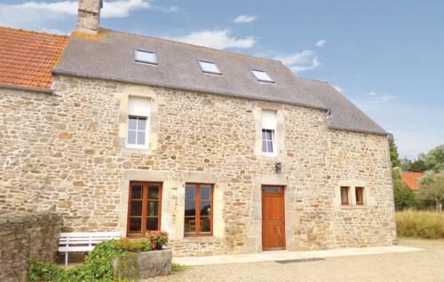 Holiday Home Quettehou Rue Du Buissonnet : Guest accommodation near Saint-Vaast-la-Hougue