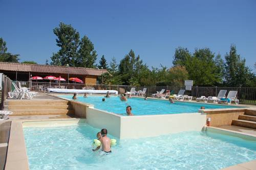 Team Holiday - Camping de Bergougne : Guest accommodation near Saint-Étienne-de-Villeréal