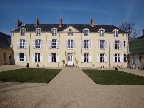 Chateau De Chesne : Bed and Breakfast near Saint-Georges-sur-la-Prée