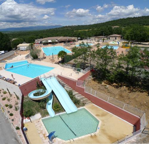 Hotel Domaine de Chaussy : Resort near Lagorce