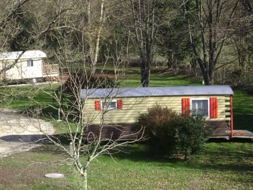 Roulottes des Bastides de Guyenne : Guest accommodation near Saint-Étienne-de-Villeréal