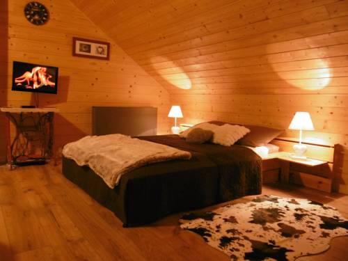 Gite Au Coeur Du Chalet en Belledonne vers Prapoutel Les 7 Laux : Guest accommodation near Sainte-Agnès