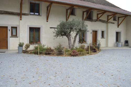L Hyppos Camp : Bed and Breakfast near La Tour-du-Pin