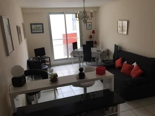 Rental Apartment Charmant Type 2 En Plein Centre Ville : Hotel near Vendée