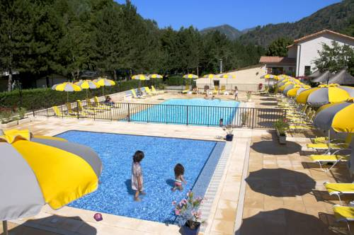 Camping Les Eaux Chaudes : Guest accommodation near Beaujeu