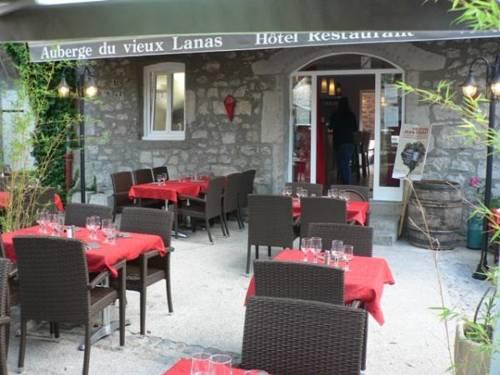 Auberge du Vieux Lanas : Hotel near Saint-Maurice-d'Ardèche