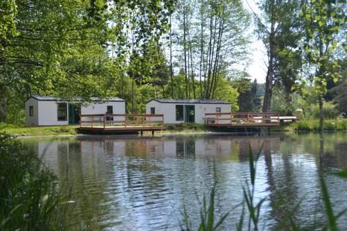 Le Paradou Camping & Gites : Guest accommodation near Laprugne