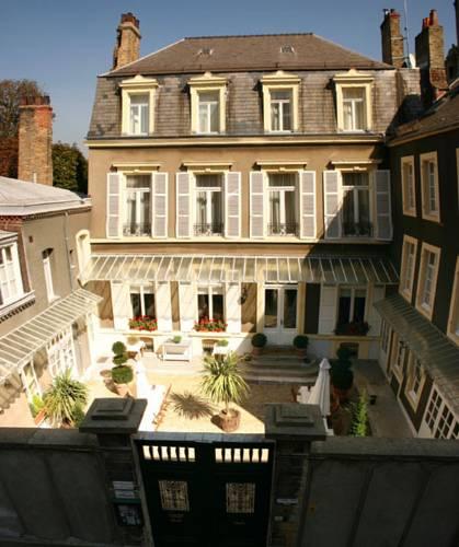 Enclos de l'Evêché : Hotel near Pas-de-Calais
