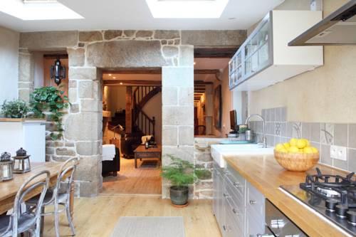 Town House In Quaint Breton Village : Guest accommodation near Guémené-sur-Scorff