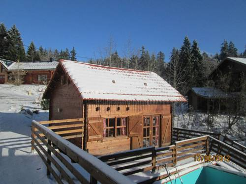 Chalet Monts Jura : Guest accommodation near Gex
