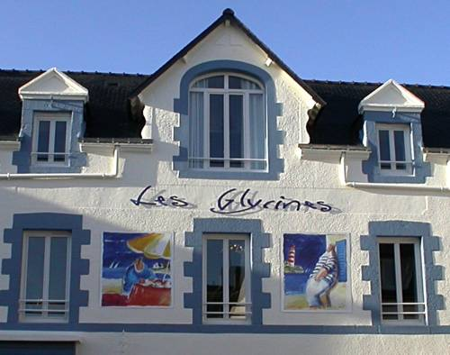 Les Glycines : Bed and Breakfast near Billiers