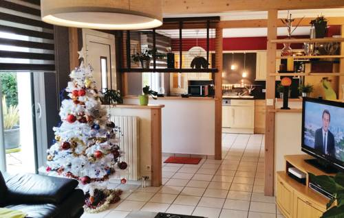 Holiday Home Plouay with Fireplace 10 : Guest accommodation near Berné