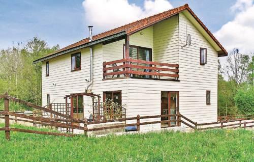 Holiday Home Ladignac Le Long Rue De Bleuets : Guest accommodation near Le Chalard