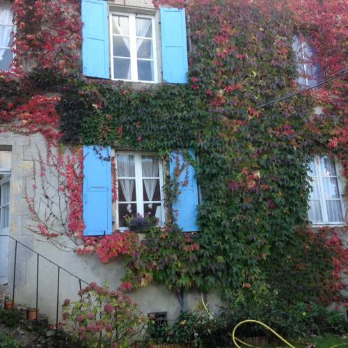 Les Volets Bleus : Guest accommodation near Authiou