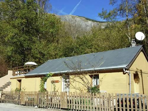 Holiday Home Maison Le Chardon : Guest accommodation near Vénosc