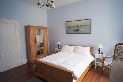 15 Place Voltaire : Bed and Breakfast near Lucy-sur-Cure